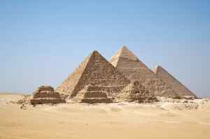 7 Wonders of the Ancient World Facts - Image of the El Giza Pyramids in Egypt