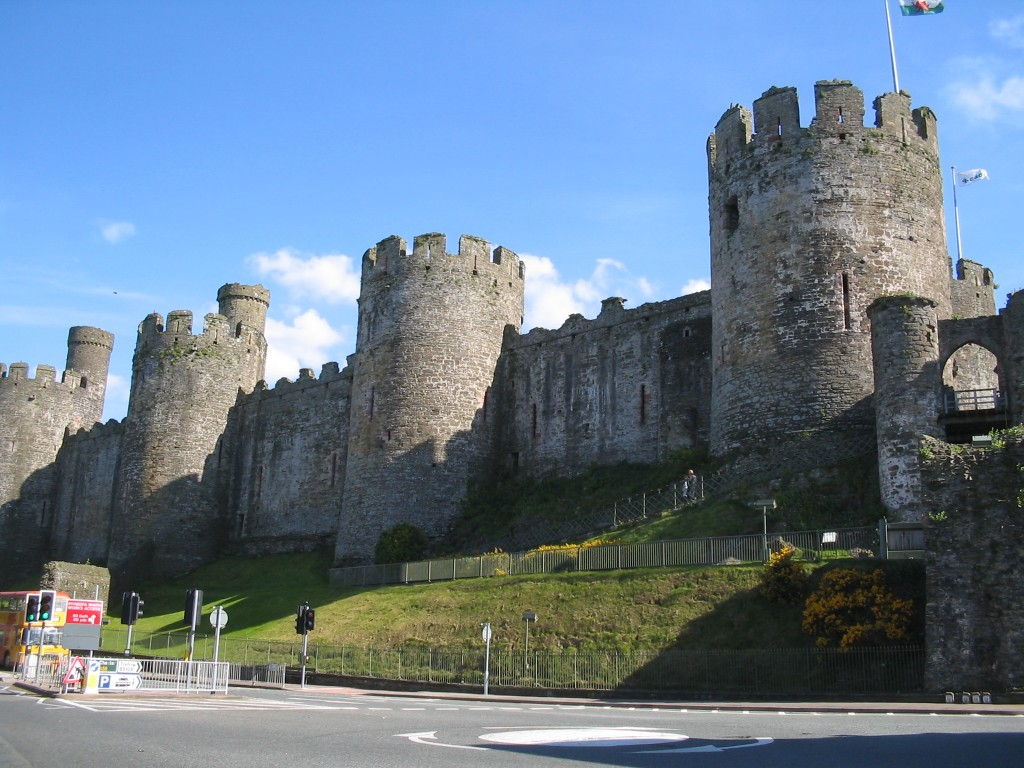 Fun Science for Kids all about the British Isles - Image of the Conwy Castle in British Isles