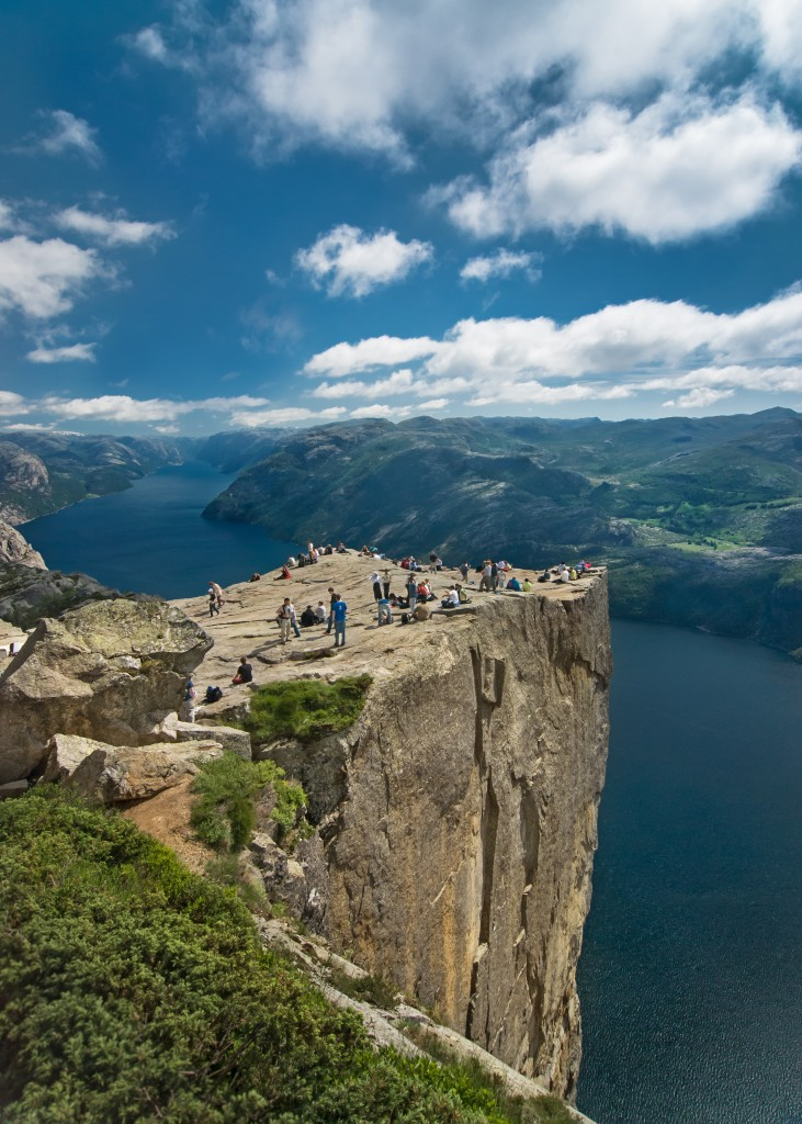 Easy Science for Kids all about the Natural Wonders of the World - Image of the Pulpit Rock in Preikestolen, Norway