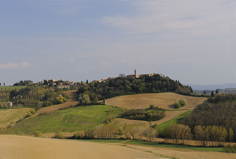 Geography Fun Facts for Kids on Italy - Image of a Hilly Landscape in Tuscany, Italy